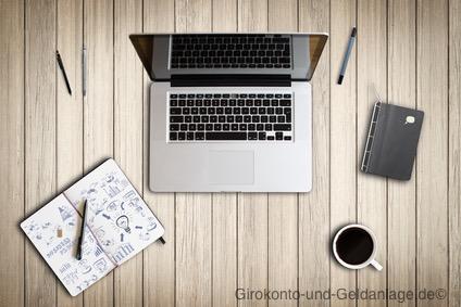 Arbeitsplatz mit Ideensammlung